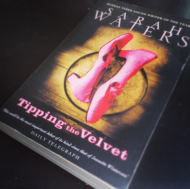 """Rezension des Buchs """"Tipping the Velvet"""" / """"Die Muschelöffnerin"""" von Sarah Waters"""
