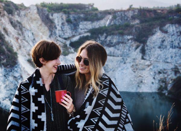 Wie findest du als lesbische Frau eine Freundin?