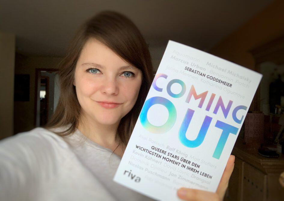 """Lina Kaiser mit Buch """"Coming out - queere Stars über den wichtigsten Moment ihres Lebens"""""""