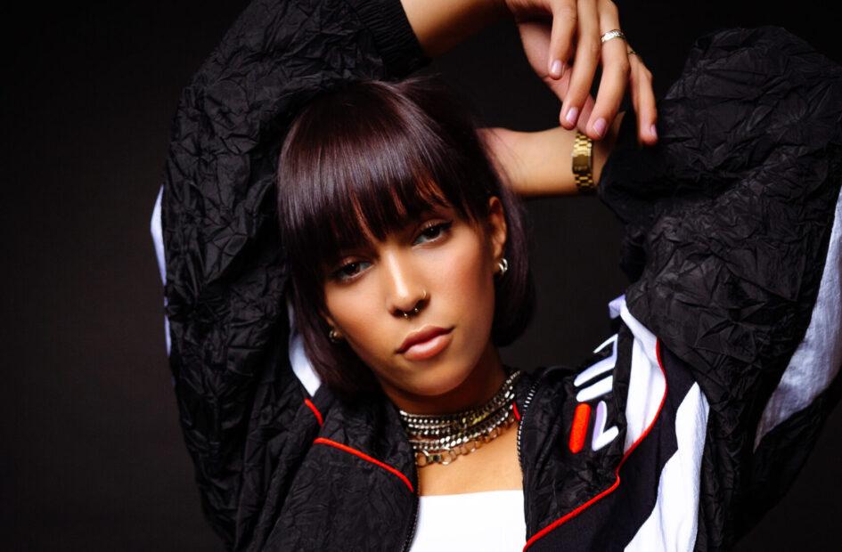 Die lesbische Sängerin IRYS